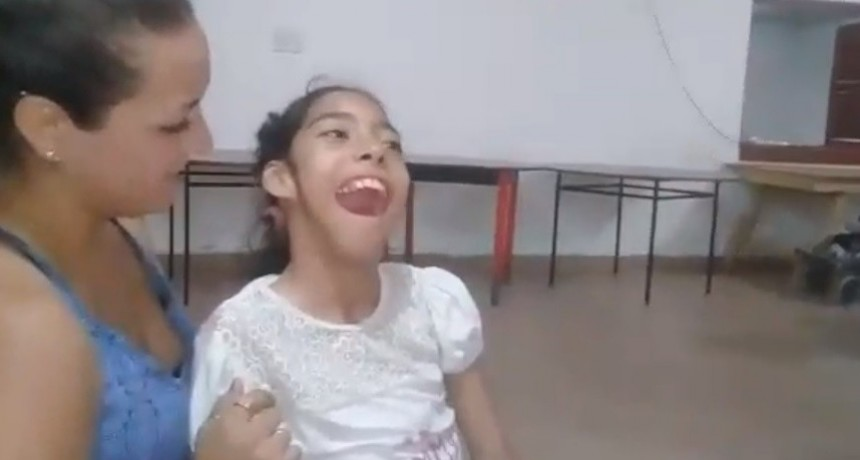 Jazmín recibió de una ONG su propia Bici-Silla