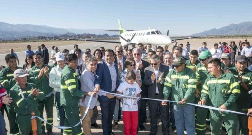 Corpacci dejó inaugurada la renovada pista de aterrizaje en Santa María