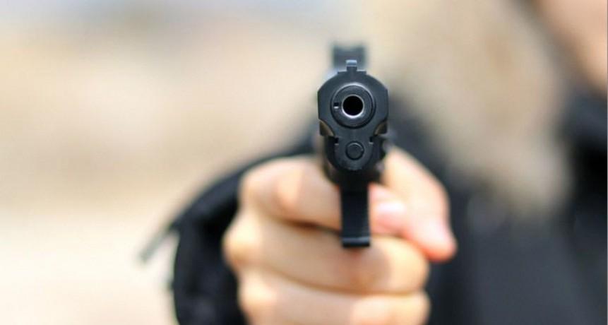Sujetos armados balean tres viviendas y golpean a un hombre en un supuesto ajuste de cuentas