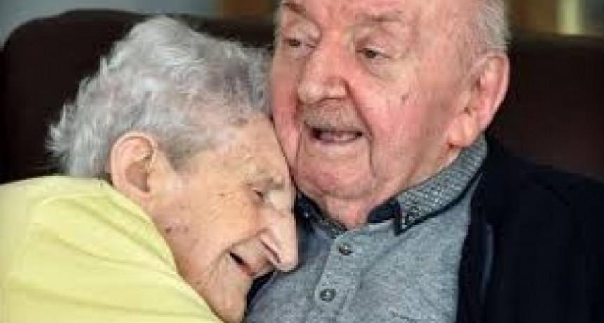TODO POR UN HIJO: Con 98 años, se muda a un geriátrico para cuidar a su hijo de 80