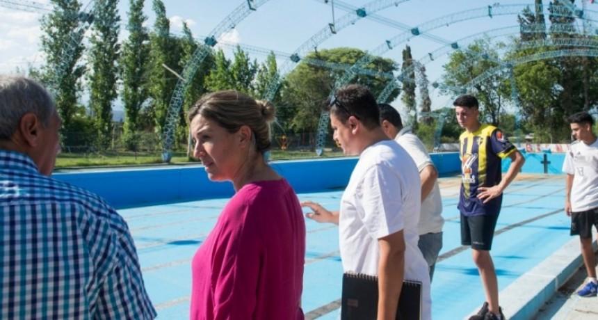 La Intendenta de Valle Viejo planifica poner en marcha la pileta municipal