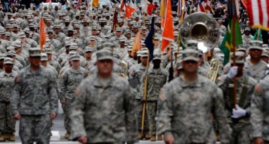 Investigan a militares en EEUU por gestos supremacistas